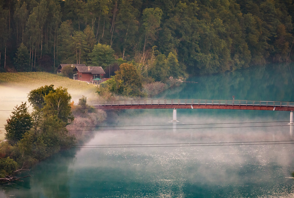 A gorgeous red bridge over the river Aare